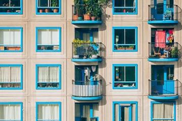 地产商、酒店、中介公司都做起长