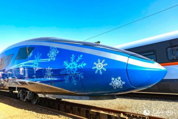 中国铁路车���d_中国铁路科技创新成就展出的京张高铁复兴号实体样车. 人民网